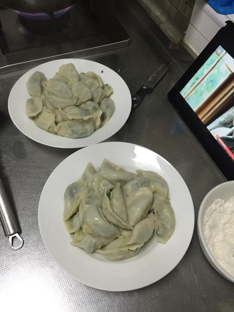 盐适量 小麦面粉适量 香油适量 酱油3勺 牛肉胡萝卜饺子的做法步骤