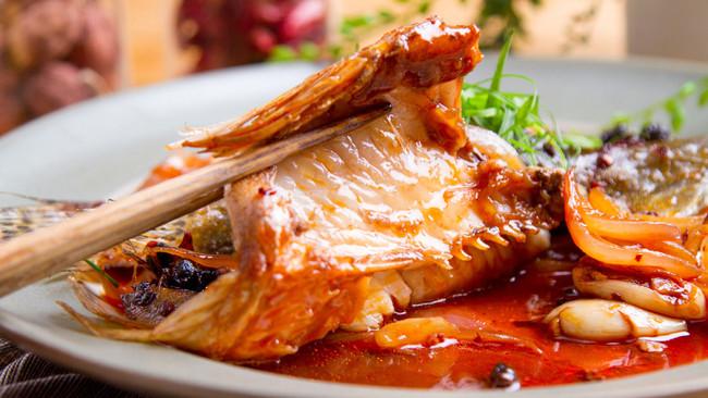 辣豆豉葱酒焖烧鳜鱼的做法