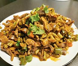 下酒菜—酸豆角炒鸡胗的做法