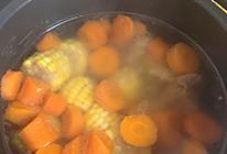 胡萝卜玉米排骨汤的做法