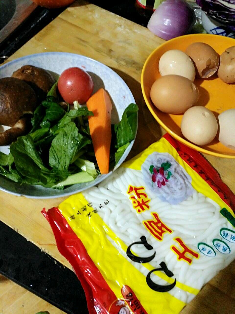 彩蔬虾仁蛋炒土豆粉