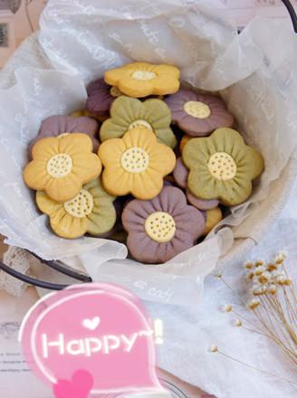 这款饼干我第一眼就爱上了,特别特别可爱,在基础花朵饼干的造型中加上