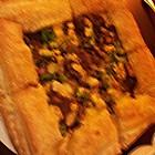 起酥芝心小牛排披萨