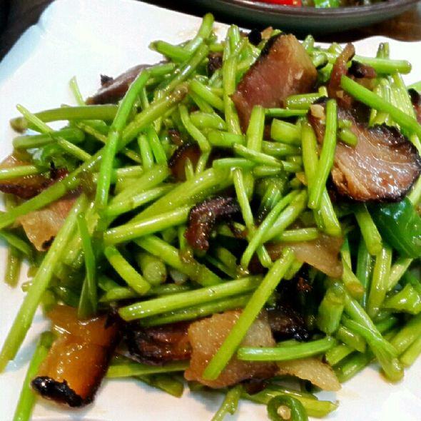 藜茼炒腊肉