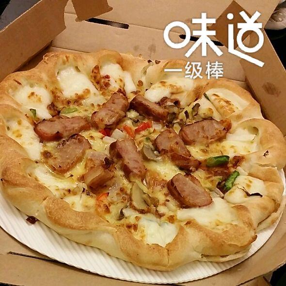 下雨天窝在家里吃披萨炒鸡惬意