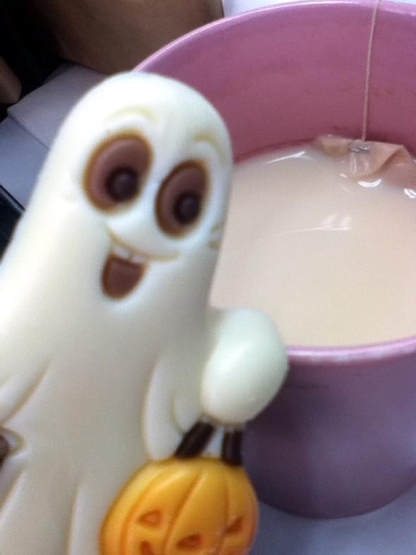 小鬼魂喝奶茶