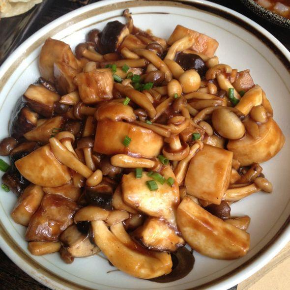 妈妈炒菌菇