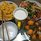 南瓜面条,炒菜,枇杷,牛奶