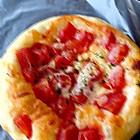 番茄乳酪披萨。