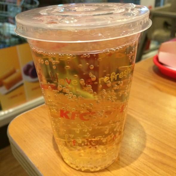 苹果气泡果汁饮料