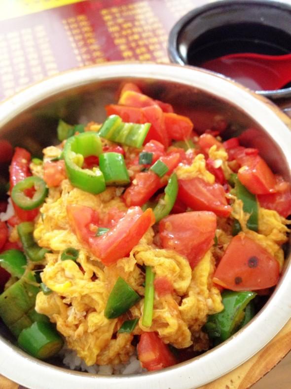 蕃茄炒蛋木桶饭(中辣)