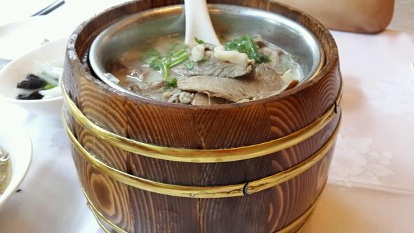 木桶鱼汤牛腩肉