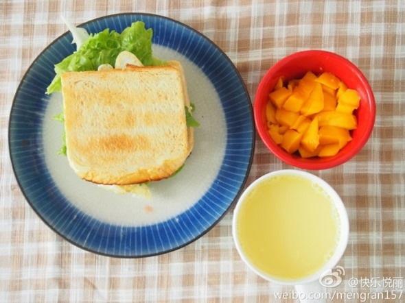 自制三明治 玉米汁 芒果