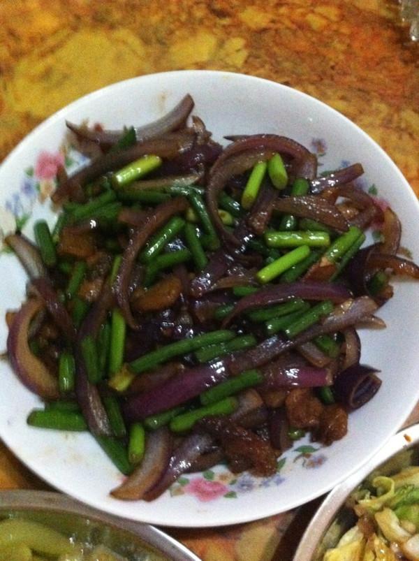 葱头炒肉的做法
