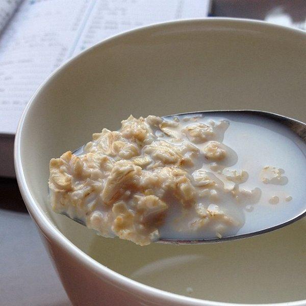 燕麦片牛奶的做法_牛奶麦片的做法