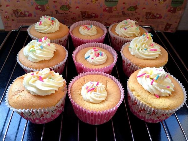 兔兔melody的香草纸杯蛋糕做法的学习成果照_豆果美食