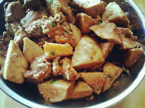 【芋头烧排骨】-青豆 做的 的做法 豆果美食