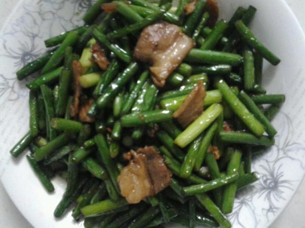 最家常最好吃的菜【蒜苔炒肉】的做法