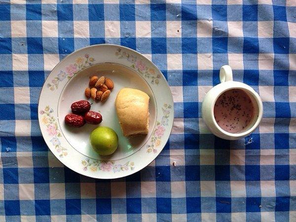 自制的红糖馒头和桑葚酸奶