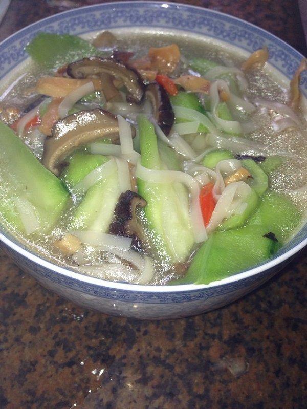 香菇鸡汤面的做法