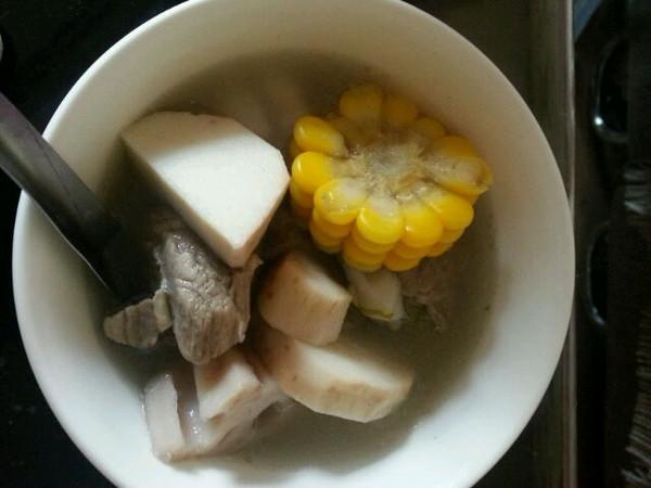 放入莲菜,山药,芋头,玉米,平菇,冬瓜与排骨同煮,口感鲜香,早晨果腹