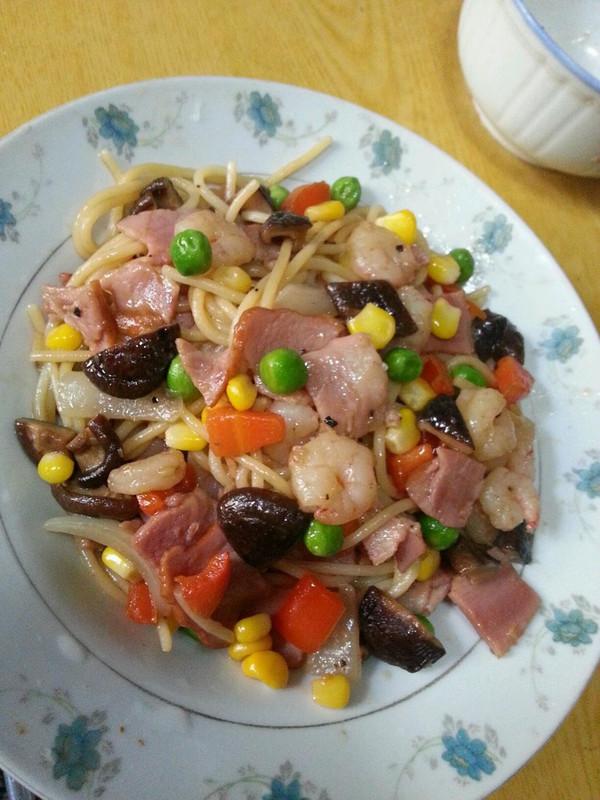 沙茶虾仁炒面的做法