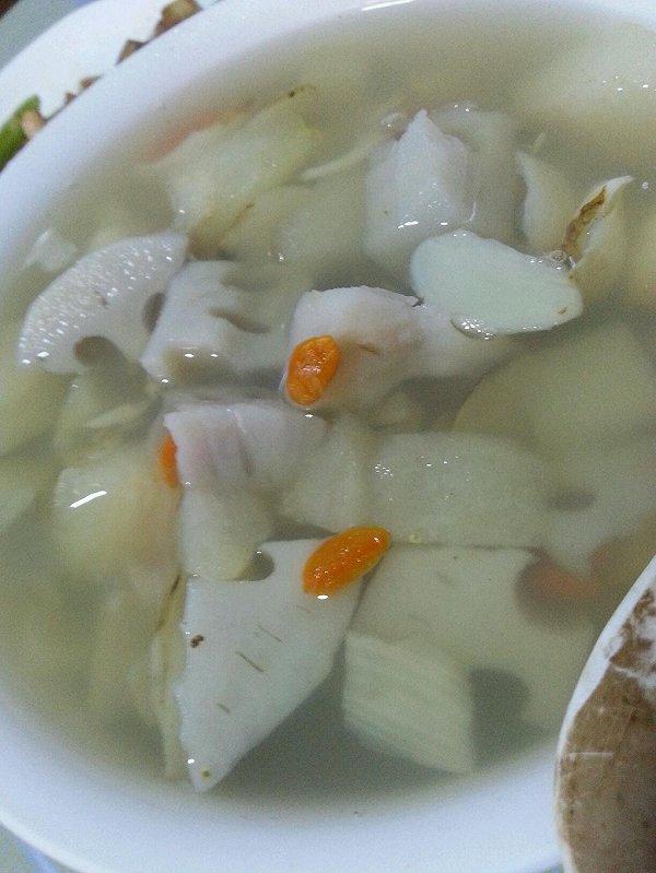 秋季养生--梨藕百合汤的做法