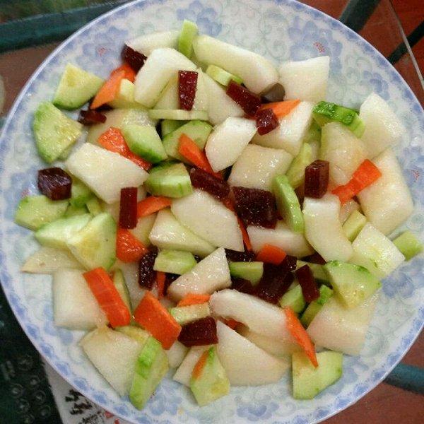 半老女人做的自制沙拉酱拌沙拉的做法