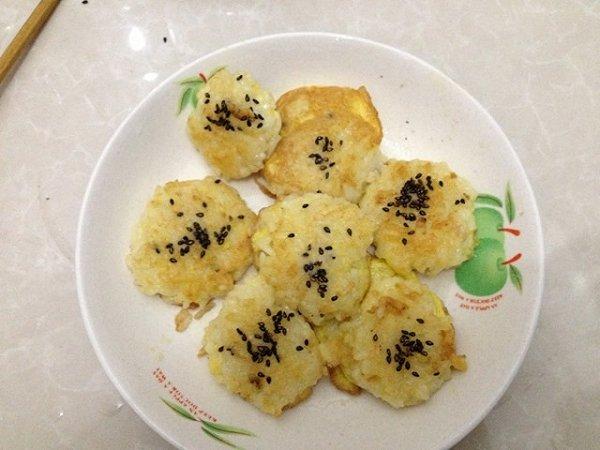 米饭煎饼的做法