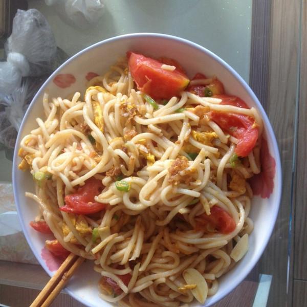 家常西红柿鸡蛋炒面(方便面)的做法
