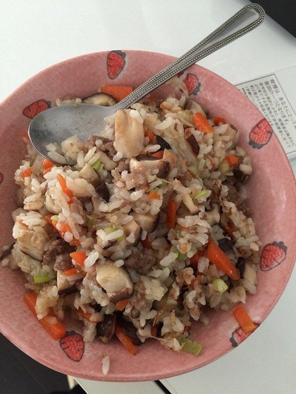 蜜桃nana做的牛肉炒饭的做法