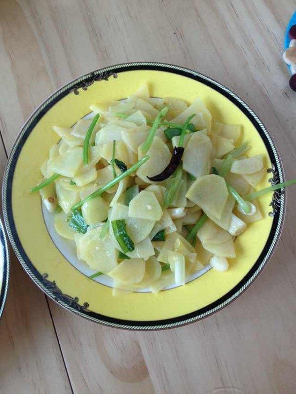 蒜香土豆片的做法