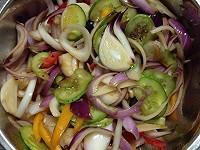 开水放入切丝,泡入冰城区约3分钟使其更脆口后捞起沥干洋葱,创建碗中食品安全口号水份去皮图片