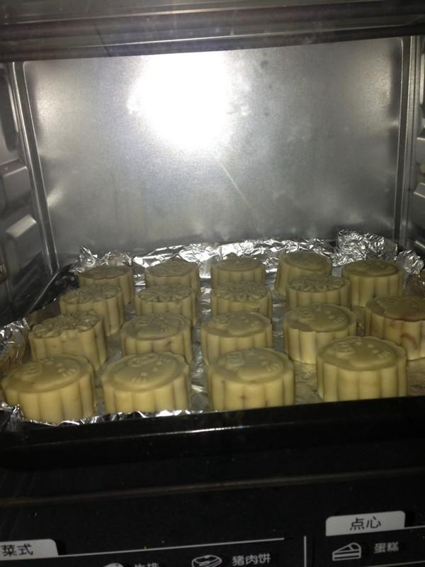 手工打造健康低糖月饼---莲蓉蛋黄月饼的做法