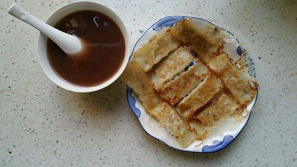 家庭早餐-煎饺锅贴(芹菜虾仁馅)的做法