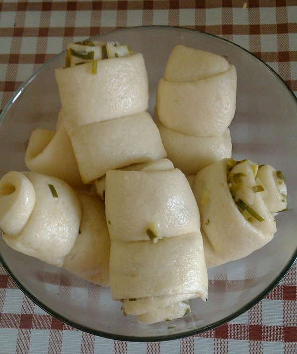简单易做的葱油花卷的做法