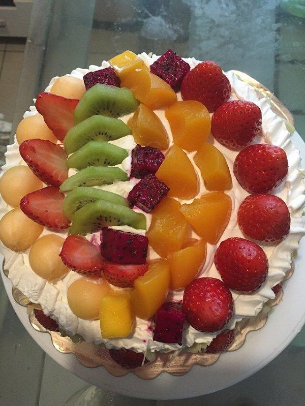 银元宝做的水果生日蛋糕的做法
