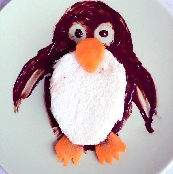 企鹅造型面包哦 用巧克力酱先画出来