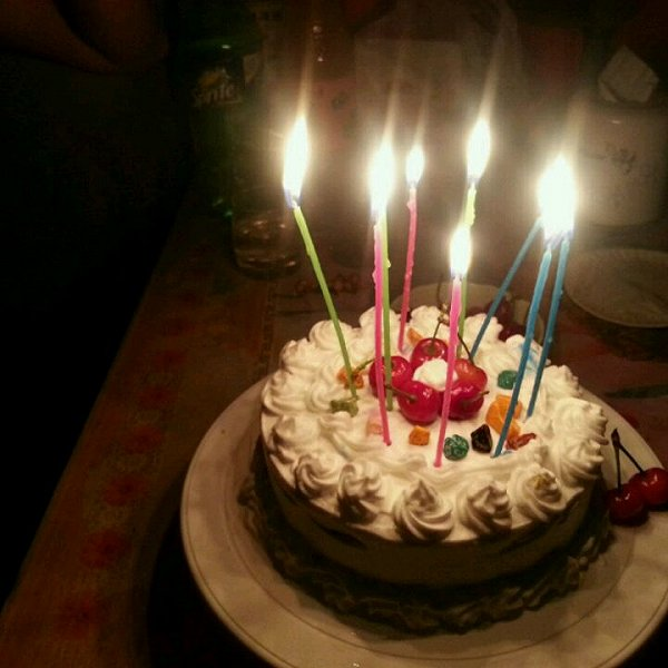 老弟今天生日,给他做了个蛋糕,吃的很开心,说比外面买的好吃.