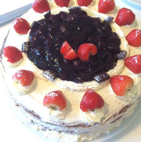 吃山楂的鱼做的草莓水果蛋糕的做法