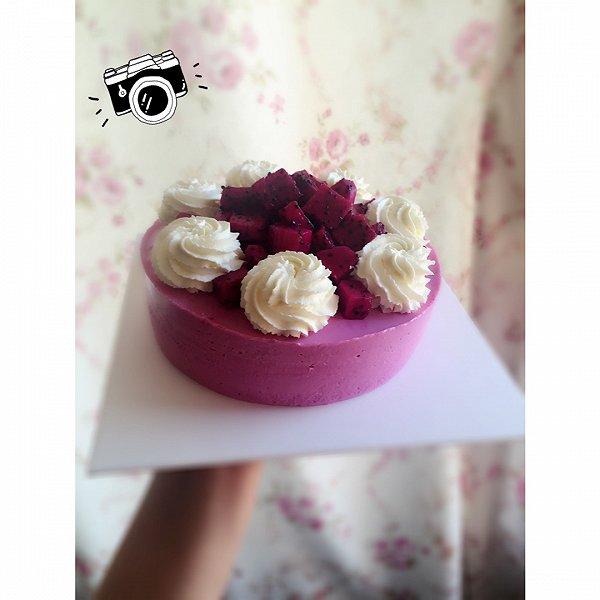 红心火龙果慕斯蛋糕图片