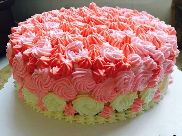 给妈妈做的生日蛋糕,很美丽,夹很多水果,也好好吃!