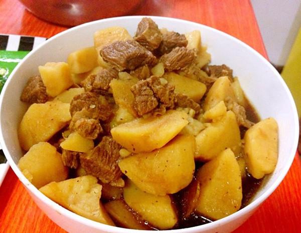 牛肉炖土豆的做法