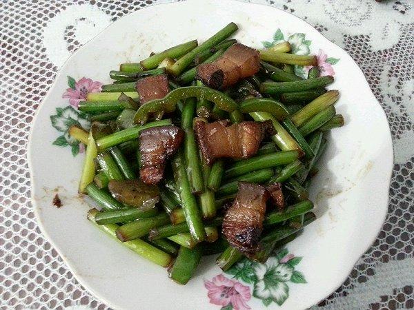 青椒蒜苗炒腊肉的做法
