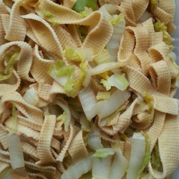 要减肥的胖小悦做的白菜炒豆皮的做法_豆果美食