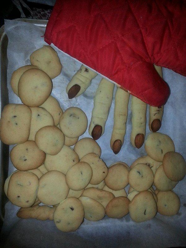 女巫手指饼干Spooky Witches Fingers的做法