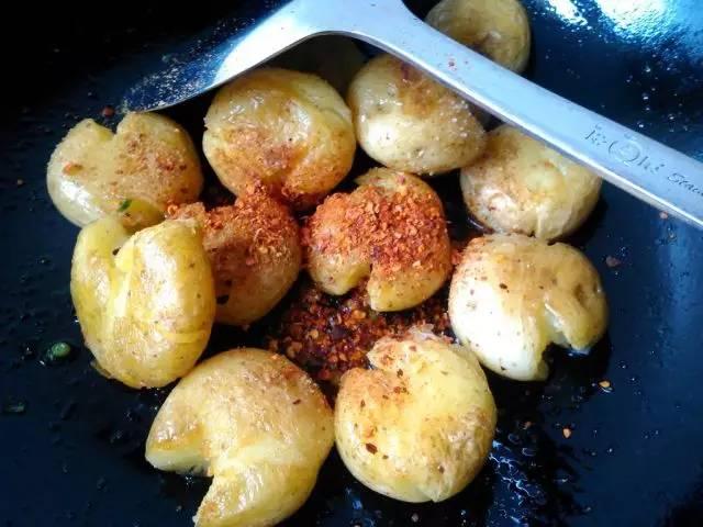 香煎小土豆怎么做 土豆怎么做好吃  小土豆怎么做
