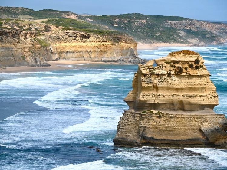 十二使徒岩就是大自然鬼斧神工的杰作。图1
