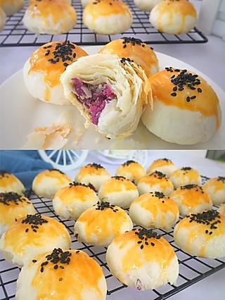 丁当老娘的今天来做一款没有蛋黄的紫薯酥饼,里面加入了芝士碎,香浓酥脆,比蛋黄酥还要好吃!