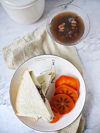 姚小胖MissYiu的早安~~红豆莲子汤+紫米奶酪包+脆柿~~